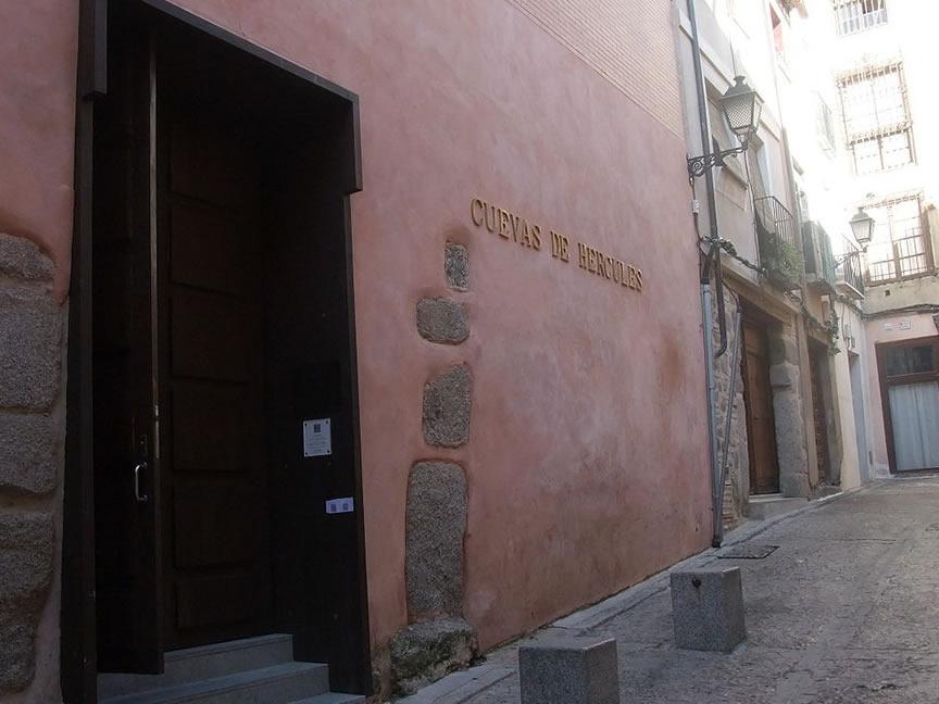 Nodes25 - Alquiler camper y ruta por Las Cuevas de Hércules